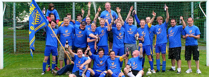 fussball/mannschaftsfotos/staffelsieg_2011_2012.jpg